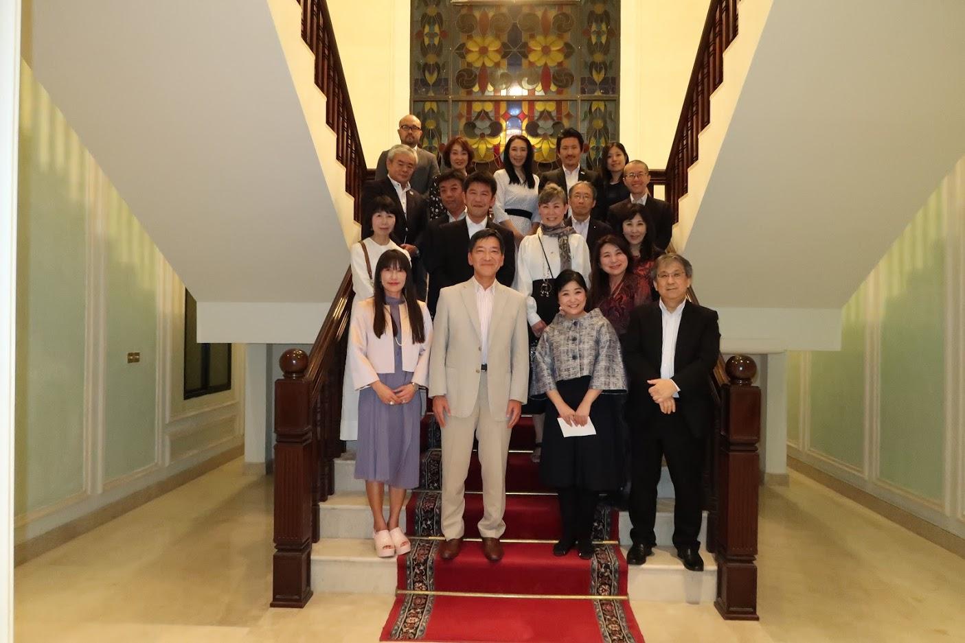 大使公邸での食事会